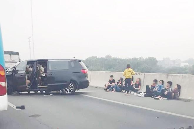 Tin tức tai nạn giao thông mới nhất hôm nay 8/11/2019: Xe ben cán người đi xe máy nguy kịch - ảnh 1