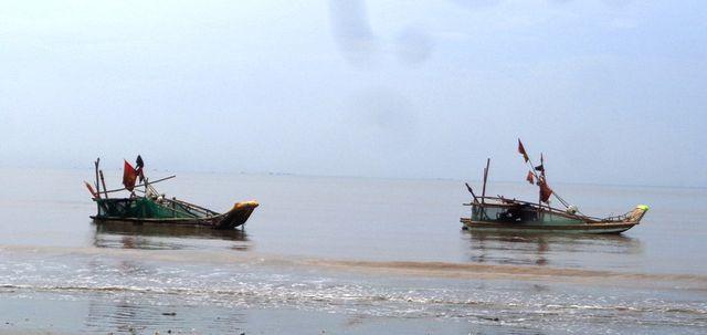 Đi đánh cá gặp sóng dữ, con trai 15 tuổi tử vong, người cha mất tích - ảnh 1