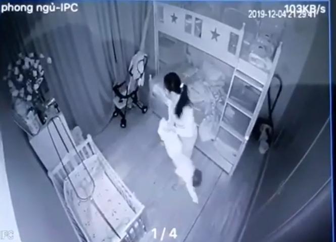 Tạm giữ nữ giúp việc cầm chân, dốc ngược đầu bé gái hơn 1 tuổi - ảnh 1