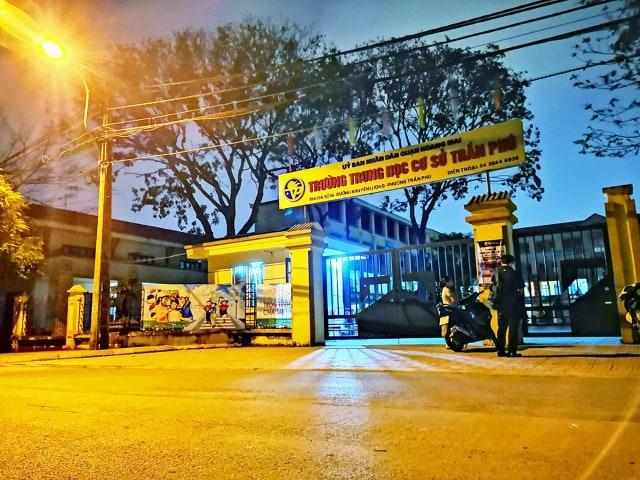 Vụ thầy giáo bị tố dâm ô 7 nam sinh ở Hà Nội: Tạm đình chỉ nam giáo viên dạy Toán - Ảnh 2