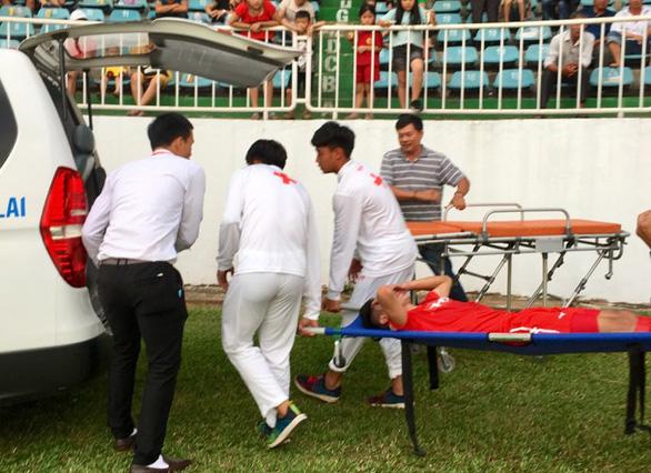 Thông tin mới nhất về sức khỏe của tiền vệ Triệu Việt Hưng sau pha chấn thương nguy hiểm - Ảnh 2