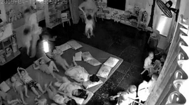 Vụ 2 cô giáo ở Quảng Ninh quăng trẻ xuống nệm: Tạm đình chỉ cơ sở mầm non  - Ảnh 1