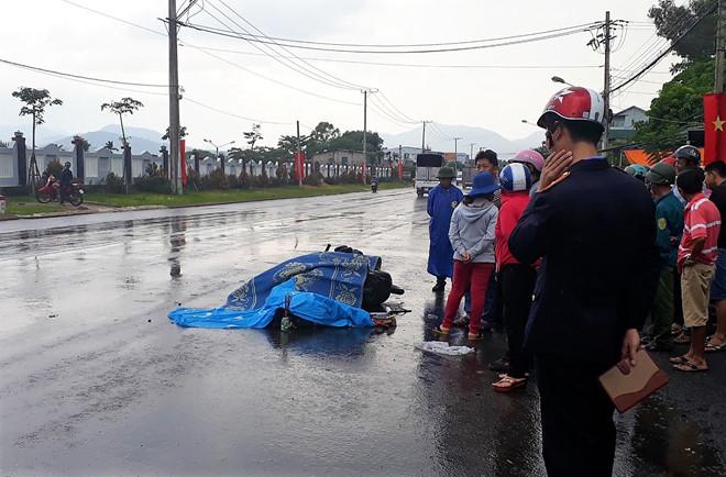 Tin tai nạn giao thông mới nhất ngày 17/4/2019: Xe máy va chạm xe CSGT đi tuần, một người tử vong - Ảnh 4