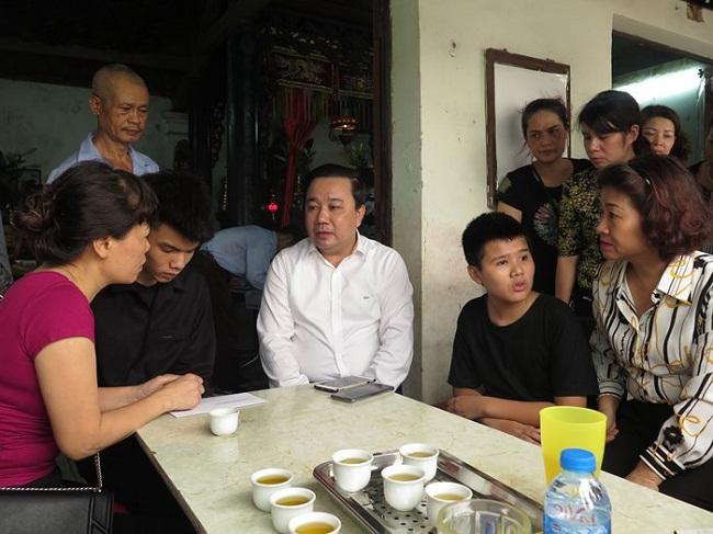 """Vụ nữ lao công bị """"xe điên"""" tông tử vong: Sở GD&ĐT Hà Nội đảm bảo nơi học cho con trai nạn nhân - Ảnh 1"""