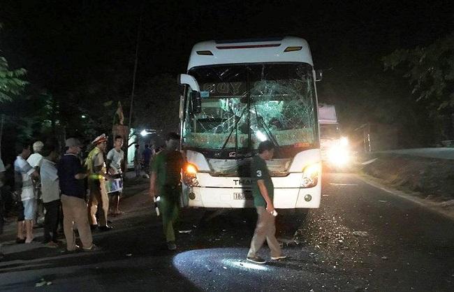 Tin tai nạn giao thông mới nhất ngày 30/4/2019: 2 bố con tử vong do va chạm với đoàn rước dâu - Ảnh 4
