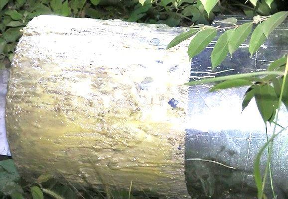 Vụ 2 thi thể giấu trong bê tông ở Bình Dương: Cận cảnh công an khám nghiệm hiện trường  - Ảnh 4