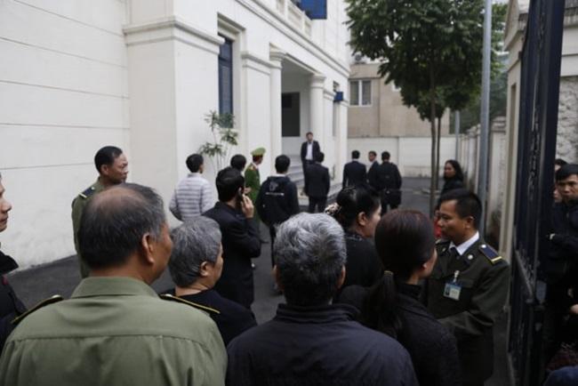 Những hình ảnh đầu tiên tại phiên tòa xét xử vụ bé trai trường Gateway tử vong trên xe đưa đón - ảnh 1