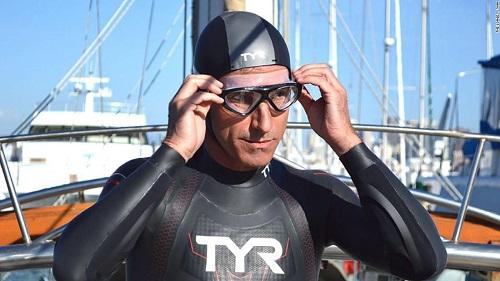 Sốc: Người đàn ông vượt Thái Bình Dương, một mình bơi từ Nhật Bản đến Hawai - ảnh 1