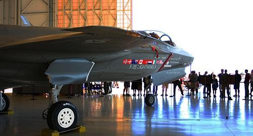 Dùng ứng dụng hẹn hò, nhân viên Không quân Anh làm rò rỉ thông tin bí mật về chiến đấu cơ F-35  - ảnh 1