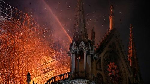 Bước đầu xác định 'thủ phạm' gây ra vụ cháy Nhà thờ Đức Bà Paris - Ảnh 1