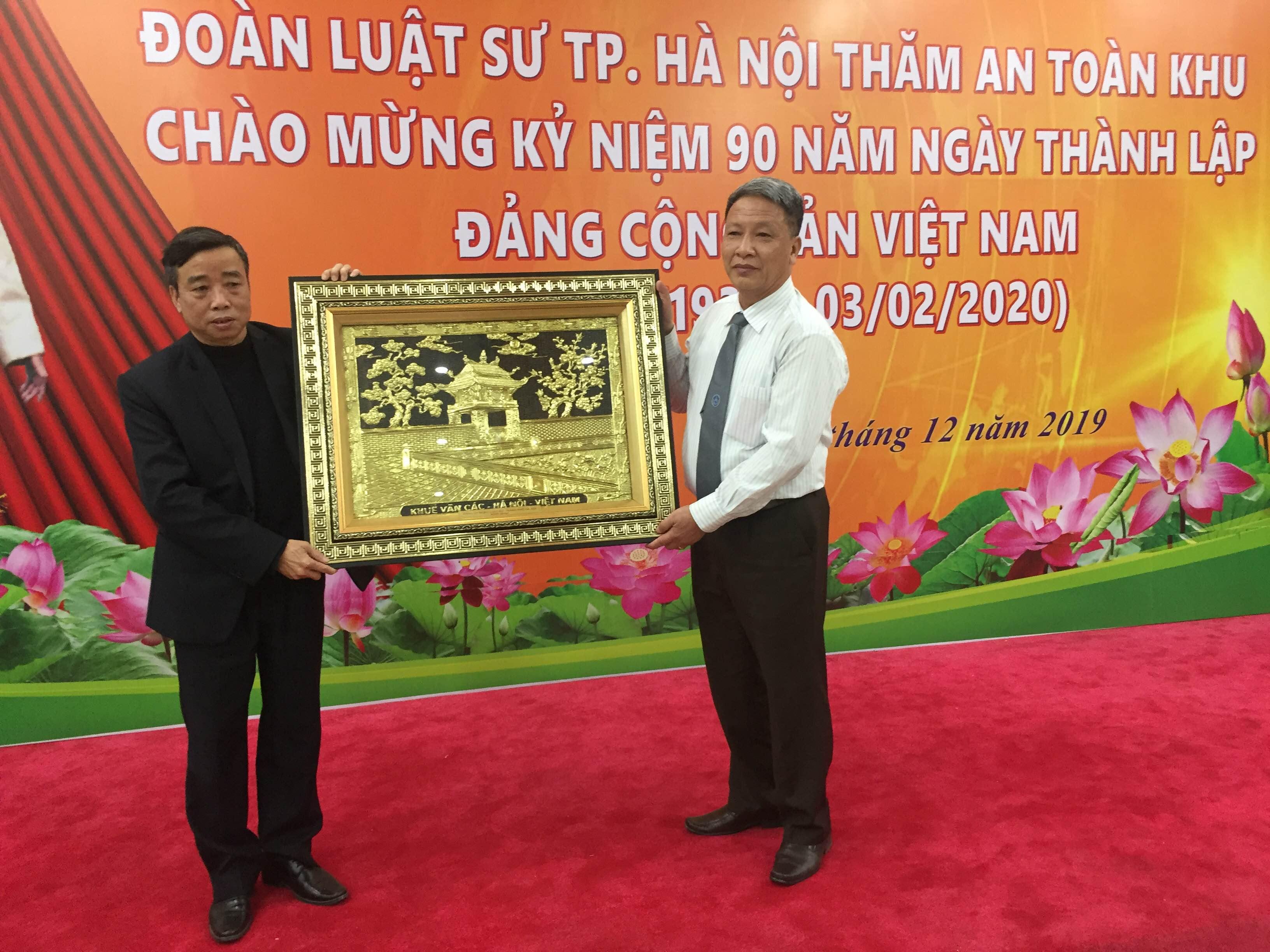 Chương trình hoạt động- giao lưu về nguồn của Đảng bộ Đoàn luật sư TP.Hà Nội chào mừng kỉ niệm 90 năm thành lập ĐCSVN - ảnh 1