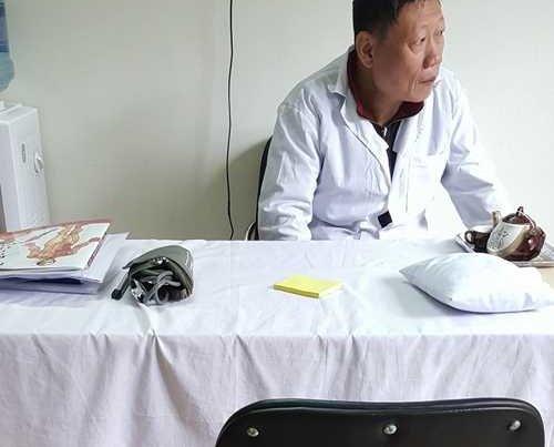 """""""Nhà thuốc ma"""" Hoàng Trung Đường và trò lừa của những kẻ buôn thuốc qua Facebook - ảnh 1"""