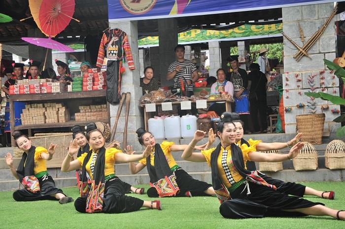 Làng Văn hóa Du lịch các dân tộc Việt Nam: Điểm đến hấp dẫn dịp nghỉ lễ 30/4 và 01/5 - Ảnh 4