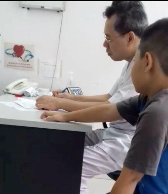 Bệnh viện trẻ em Hải Phòng: Bác sĩ kê 'nhầm' thuốc khi vừa khám bệnh vừa nghe nhạc? - Ảnh 2