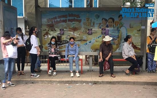 Hà Nội cảnh báo ô nhiễm không khí: Người dân ra đường bịt kín như Ninja - ảnh 1
