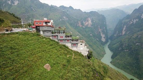 Vụ tòa nhà 7 tầng mọc trên đỉnh Mã Pì Lèng: Hà Giang báo cáo Thủ tướng Chính phủ - ảnh 1