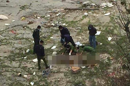 Liên tiếp phát hiện 2 thi thể nam giới trôi dạt vào bờ biển - ảnh 1