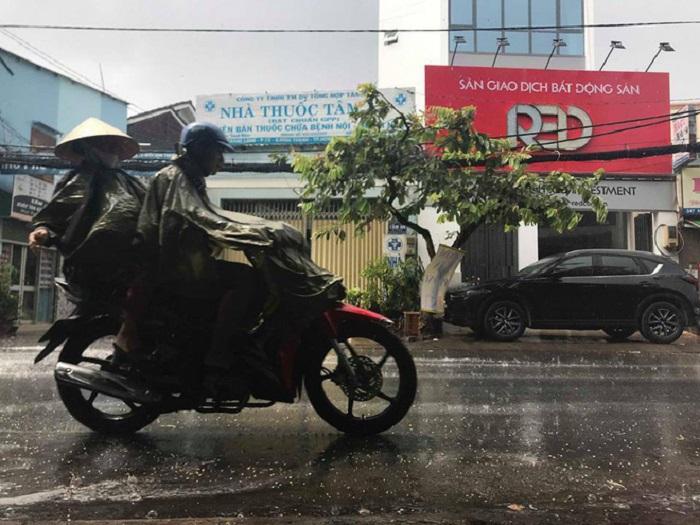 """Sau nhiều ngày nắng nóng, TP. Hồ Chí Minh đón mưa """"vàng"""" giải nhiệt - Ảnh 2"""