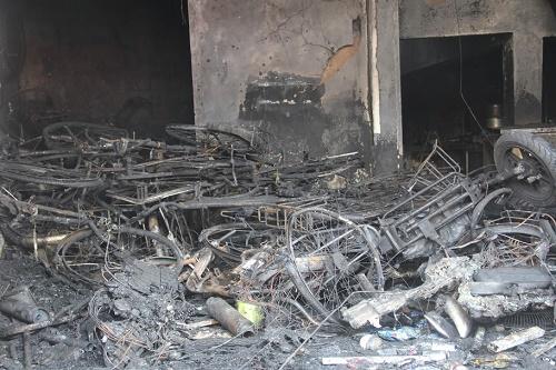 Vụ cháy cửa hàng xe điện khiến 3 người chết: Xác định nguyên nhân ban đầu - Ảnh 1