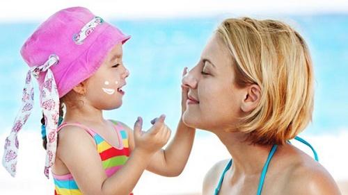 Cách bảo vệ và chăm sóc da trong những ngày nắng nóng đỉnh điểm - Ảnh 1