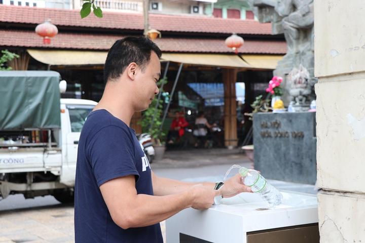 Hà Nội: Người dân hào hứng với trụ nước sạch miễn phí - Ảnh 1