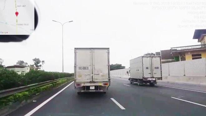 Tài xế xe tải bị tước bằng lái vì không nhường đường xe ưu tiên - ảnh 1