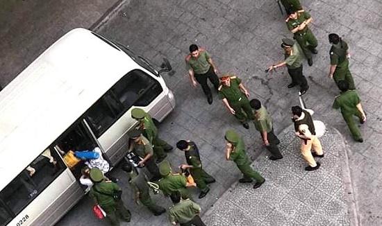 TP.HCM: Hơn 100 cảnh sát đột kích ổ bay lắc tại chung cư Gold View - ảnh 1