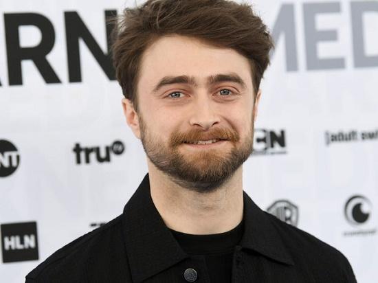 """Không cắt tóc, cạo râu lâu ngày, """"Harry Potter"""" Daniel Radcliffe bị nhầm là người vô gia cư - ảnh 1"""