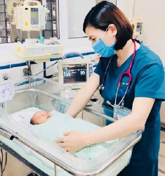 Vụ bé trai sơ sinh bị bỏ rơi suốt 3 ngày dưới nắng 40 độ C: Người đầu tiên phát hiện kể lại giây phút thấy cháu bé - ảnh 1