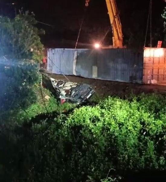 Hiện trường vụ tai nạn giao thông thảm khốc tại Quảng Ninh khiến 3 người tử vong - ảnh 1