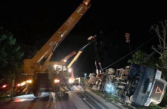 Thông tin mới nhất vụ container đè bẹp xe limousine, 3 người chết ở Quảng Ninh - ảnh 1