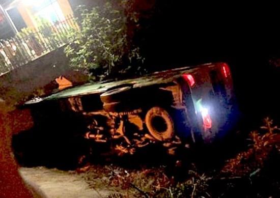 Hiện trường vụ lật xe xe chở học sinh đi chụp kỷ yếu kinh hoàng trong đêm, 30 người may mắn thoát nạn - ảnh 1