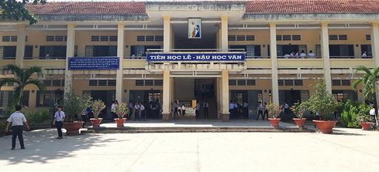Vụ thầy giáo bị tố dâm ô nhiều nam sinh ở Tây Ninh: Vén màn bí ẩn bên trong căn phòng thí nghiệm - ảnh 1