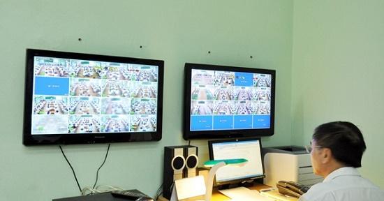 Thi vào lớp 10 THPT tại Hà Nội: Camera hồng ngoại chĩa thẳng vào tủ chứa đề thi - ảnh 1