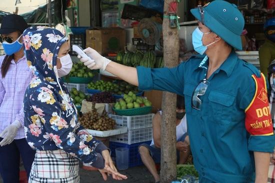 Đà Nẵng tiếp tục cách ly xã hội, giãn số lần đi chợ của người dân - ảnh 1