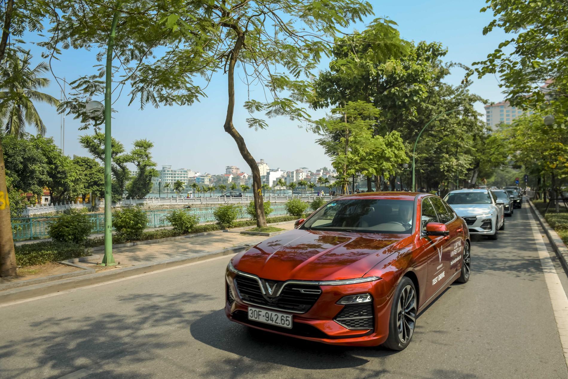 """VinFast """"đi ngược"""" trên thị trường ô tô vì quyền lợi khách hàng  - ảnh 1"""