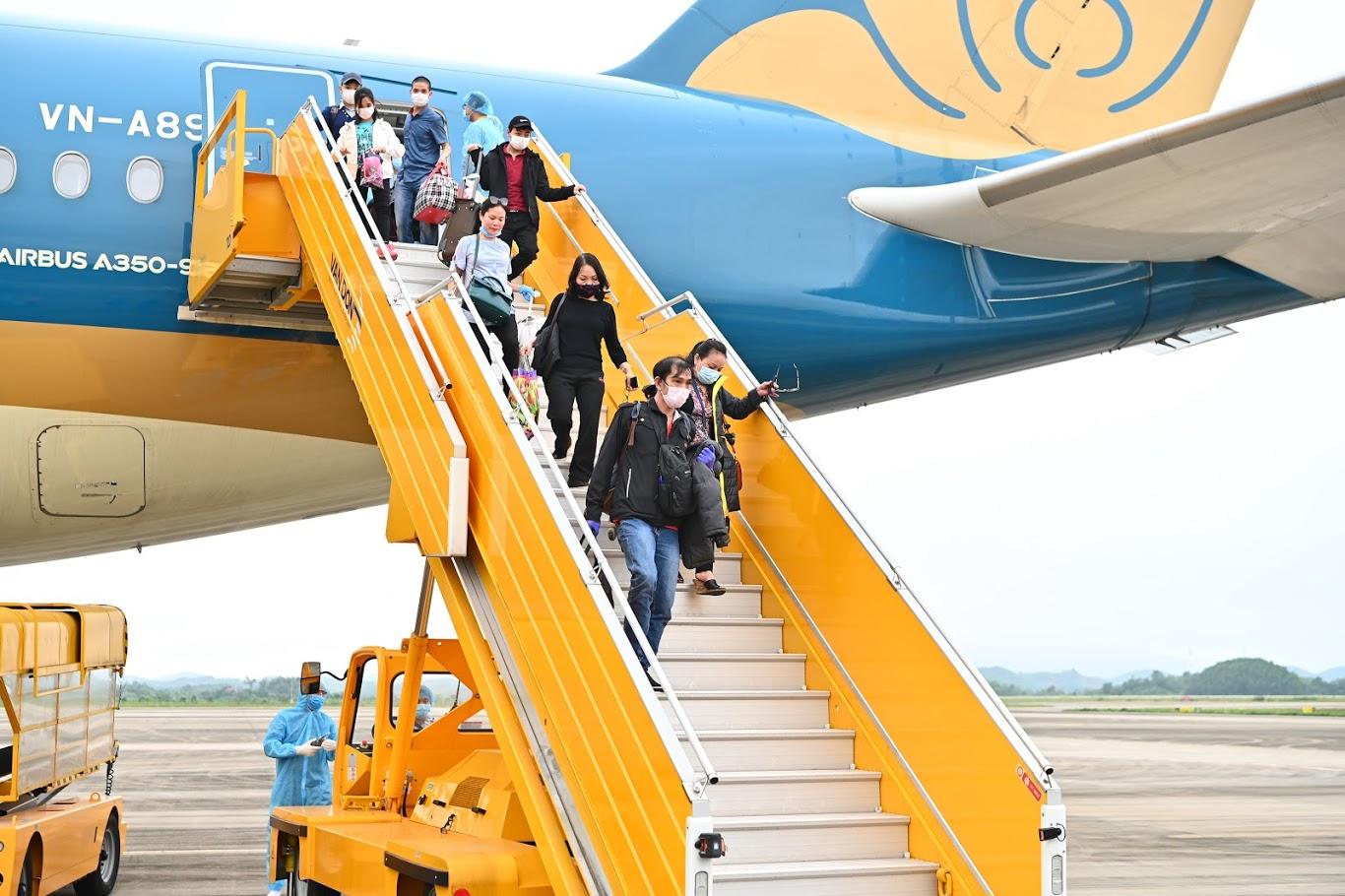 Đón chuyến bay từ vùng dịch: Sân bay Vân Đồn áp dụng quy trình mới  - ảnh 1