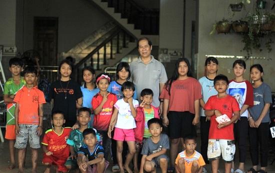 Người cha của hơn 100 đứa trẻ mồ côi - ảnh 1