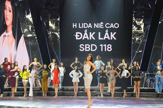 Hé lộ ảnh hậu trường siêu lung linh của Top 45 Hoa hậu Hoàn vũ Việt Nam 2019 trước thềm chung kết - ảnh 1