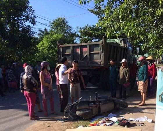 Quảng Trị: Chở con đi học, 3 mẹ con bị xe ben tông thương vong - ảnh 1