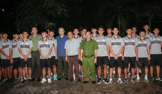 Bộ trưởng Tô Lâm gặp gỡ các học viên Học viện HAGL tại Hàm Rồng - ảnh 1