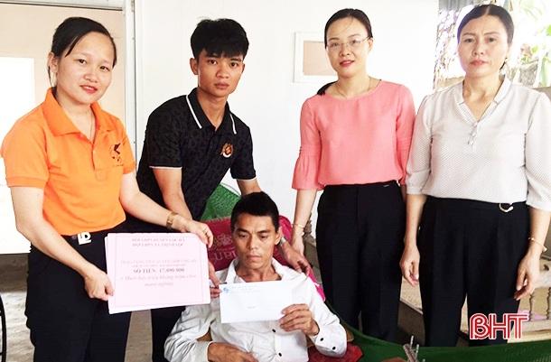 Hơn 17 triệu đồng đến với ngư dân Hà Tĩnh gặp nạn trên biển - ảnh 1
