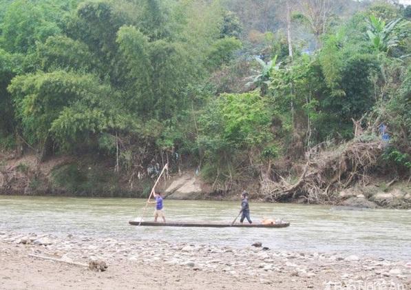Nghệ An: Rủ nhau ra sông Lam câu cá, 2 học sinh tiểu học đuối nước thương tâm - ảnh 1