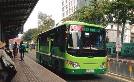 Nhắc nhở hành khách mở nhạc ầm ĩ, tiếp viên xe buýt bị đánh bầm mắt - ảnh 1