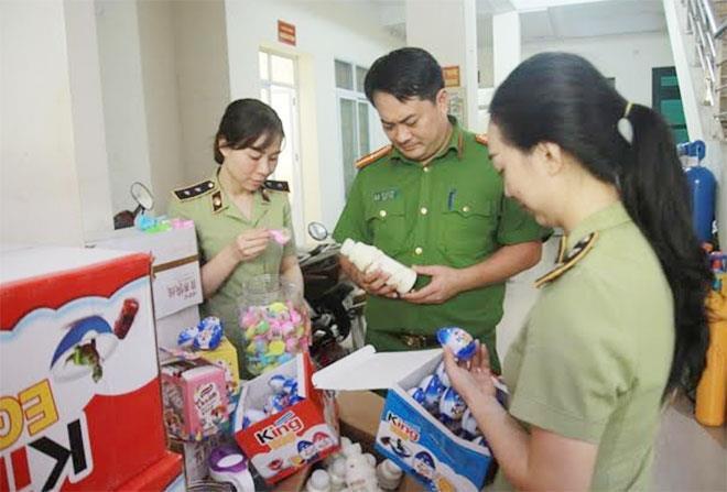 Hà Nội: Thu giữ 6.000 sản phẩm bánh kẹo không nguồn gốc - ảnh 1