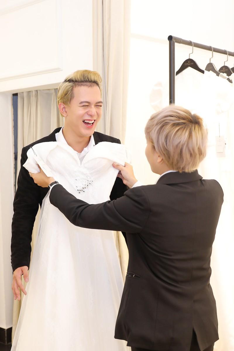 """Quang Anh - Bảo Hân """"Về nhà đi con"""" khiến fan bất ngờ vì cùng nhau thử váy cưới - ảnh 1"""