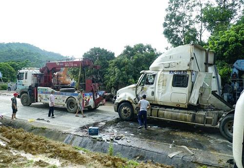 Điện Biên: Lại lật xe container trên dốc Nà Lơi - ảnh 1