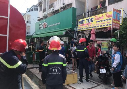 TP.HCM: Giải cứu thành công 6 sinh viên mắc kẹt trong đám cháy - ảnh 1