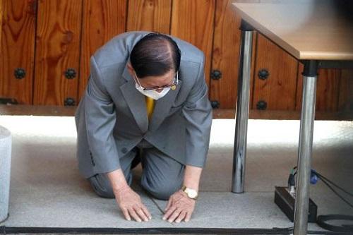 Hàn Quốc chính thức bắt giữ giáo chủ Tân Thiên Địa liên quan tới hơn 5.200 ca nhiễm Covid-19 - ảnh 1