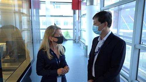 Phòng thí nghiệm bị nghi rò rỉ virus corona mở cửa chào đón phóng viên Mỹ - ảnh 1